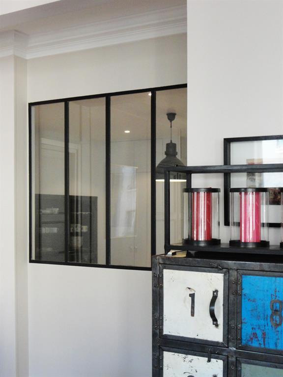 Verrière intérieure style atelier d\'artiste Les Murs ont des Oreilles