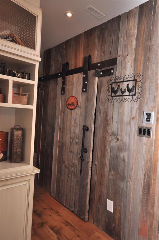 Vieille porte de grange en bois design ville et campagne for Decoration vieille porte