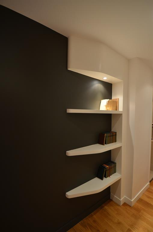une biblioth que dans un couloir d 39 un lieu l 39 autre. Black Bedroom Furniture Sets. Home Design Ideas