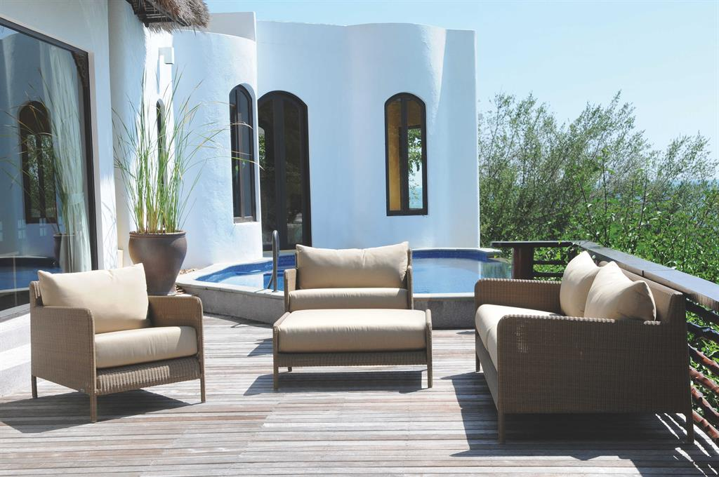 Des id es de mobilier de jardin en r sine tress e for Salon de jardin contemporain