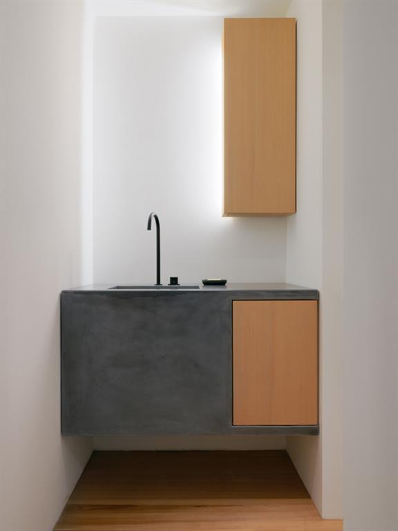 Salle de bain à l'épure maximale