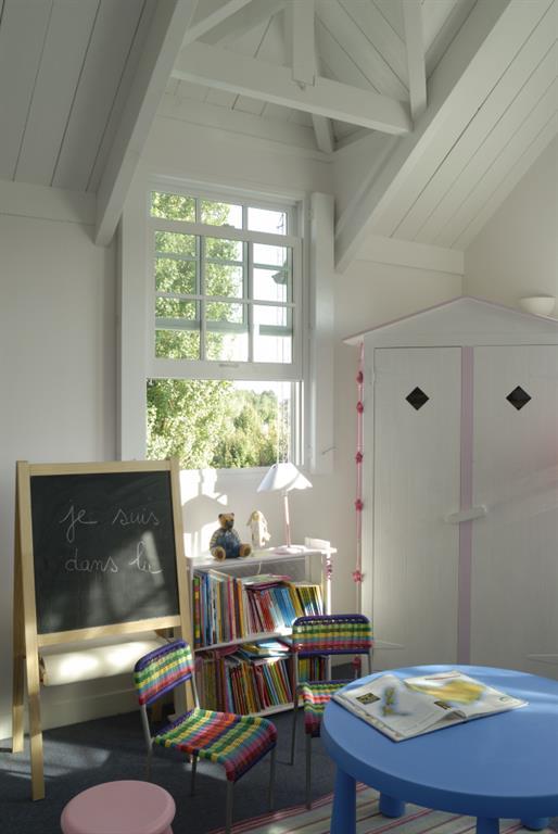 chambre enfant avec poutres apparentes blanches l 39 tabli. Black Bedroom Furniture Sets. Home Design Ideas
