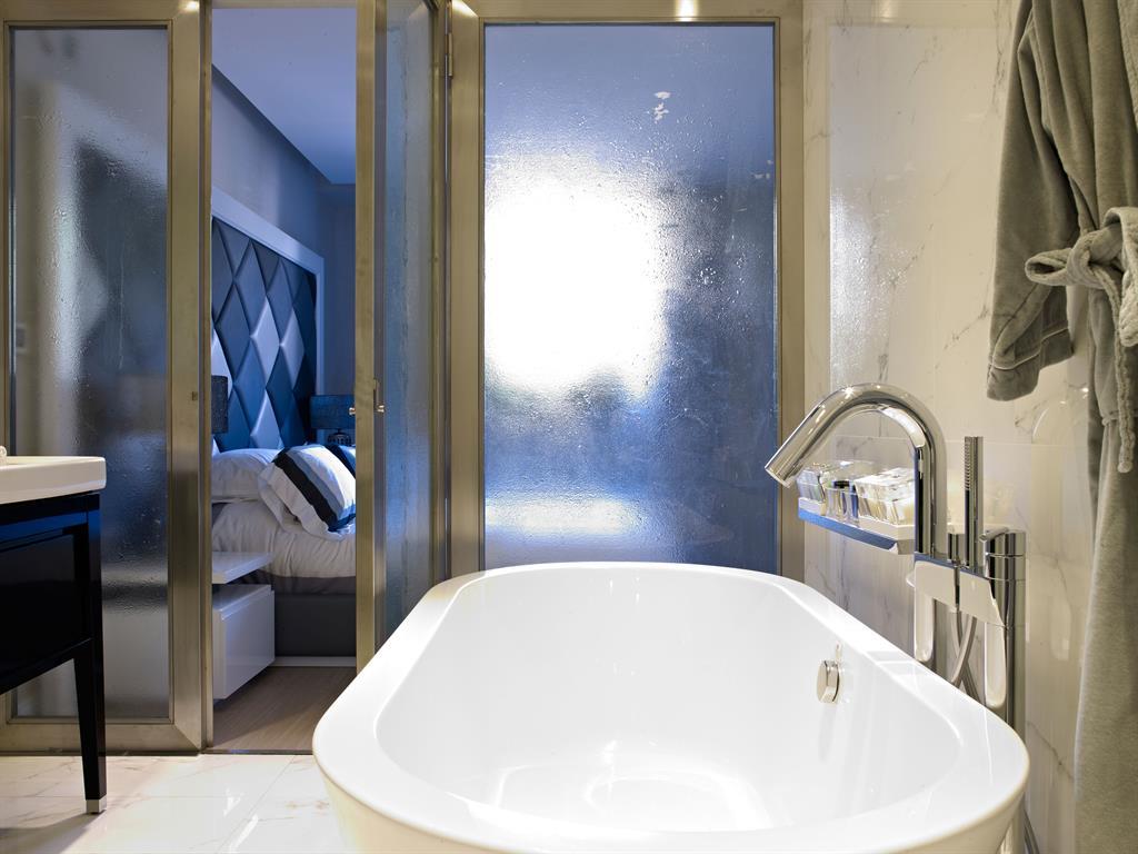 Zoom sur les suites avec salle de bains par l\'agence de design d ...
