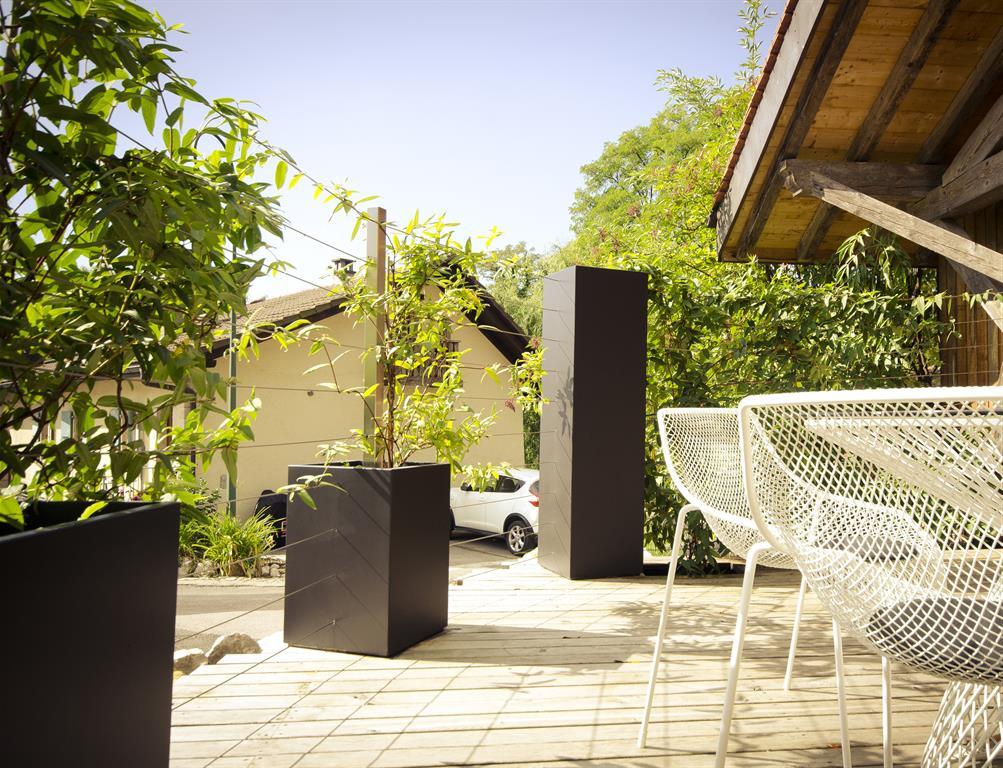 Terrasse avec clôture végétalisée