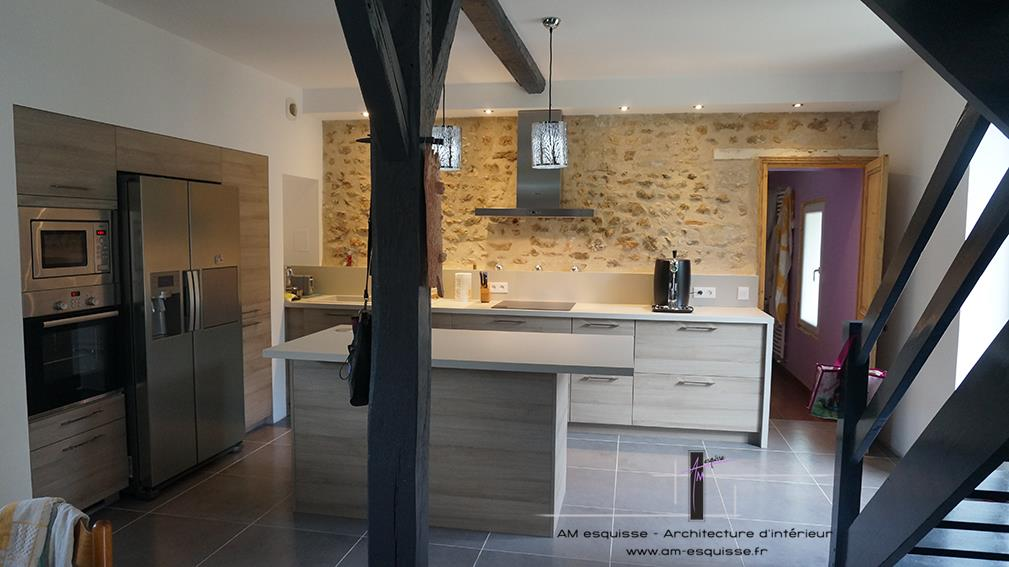 Cuisine et escalier - Amenagement cuisine ouverte ...