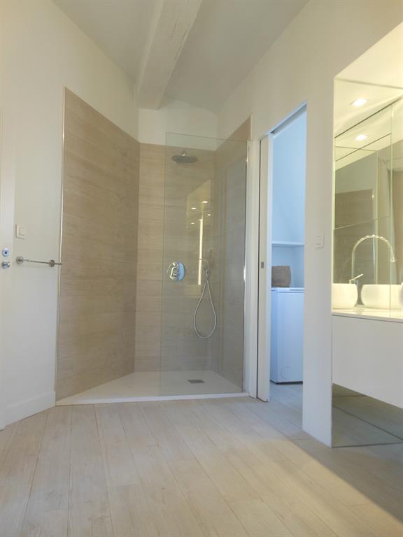 11 petites salles de bain pleines d\'astuces pour gagner de ...