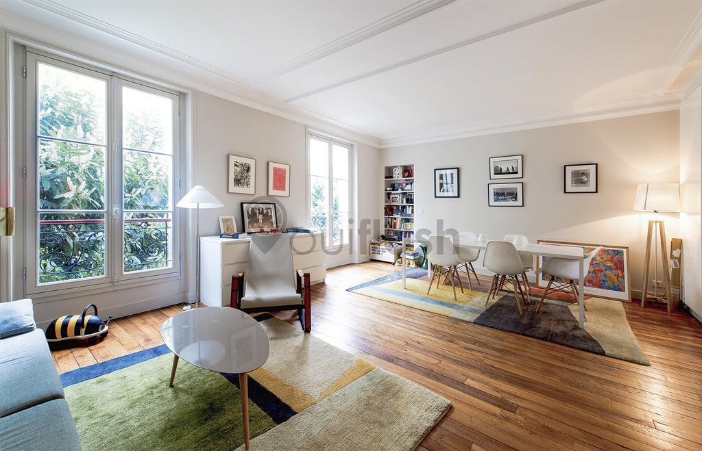 grande pi ce vivre contemporaine avec parquet ancien. Black Bedroom Furniture Sets. Home Design Ideas