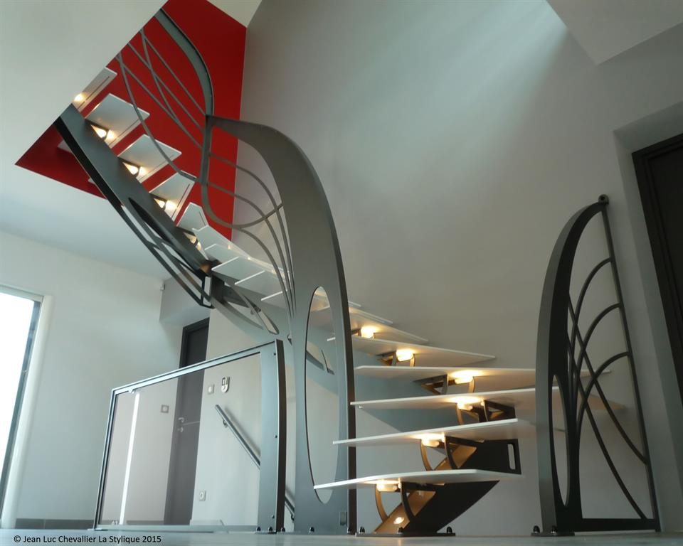 Cet escalier double quart tournant en m tal d 39 inspiration for Cage escalier design