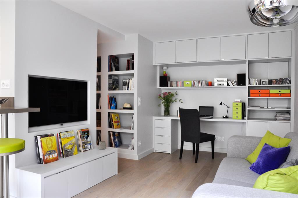 coin t l et bureau encastr dans le salon les murs ont. Black Bedroom Furniture Sets. Home Design Ideas