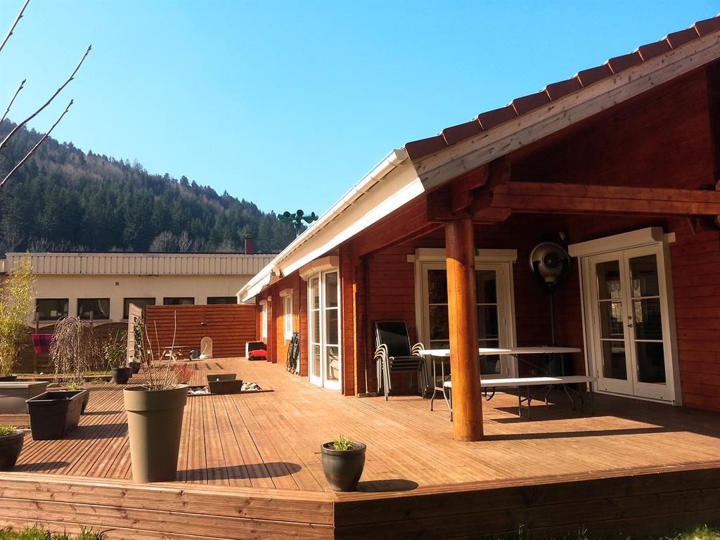 Vue terrasse de la maison bois massif Louisa 140 Green Trade Office ...
