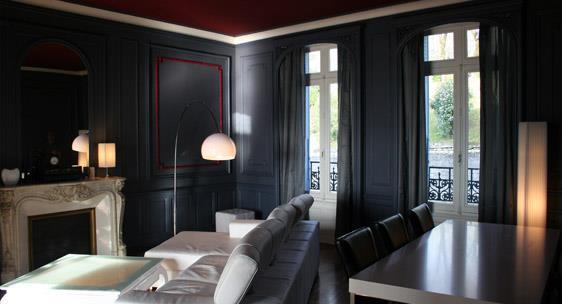 Salon intimiste par les couleurs sombres homme design for Couleur pour salon moderne