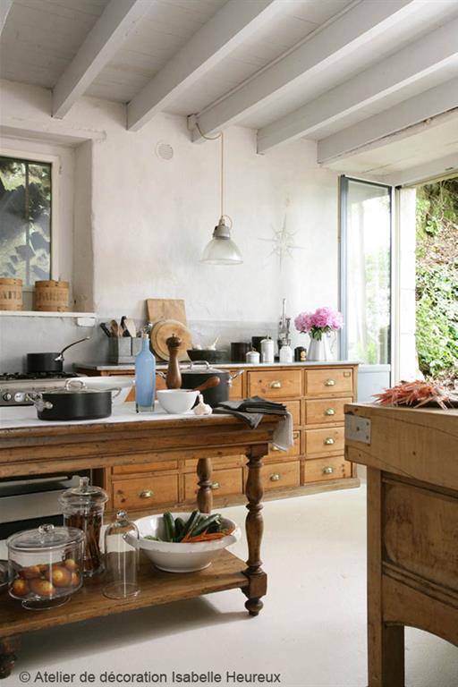 Cuisines rustiques aux airs de campagne par emmanuelle lartilleux Deco cuisine campagnarde