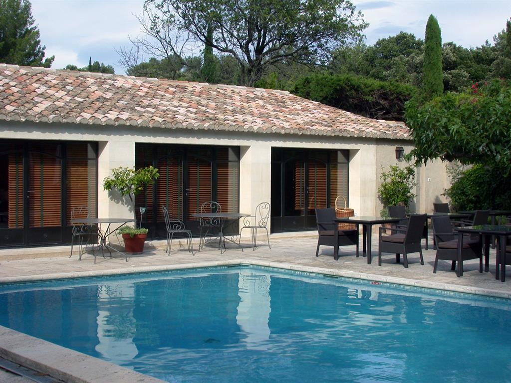 Maison proven ale avec terrasse et piscine renaud et mognetti for Maison de repos la provencale