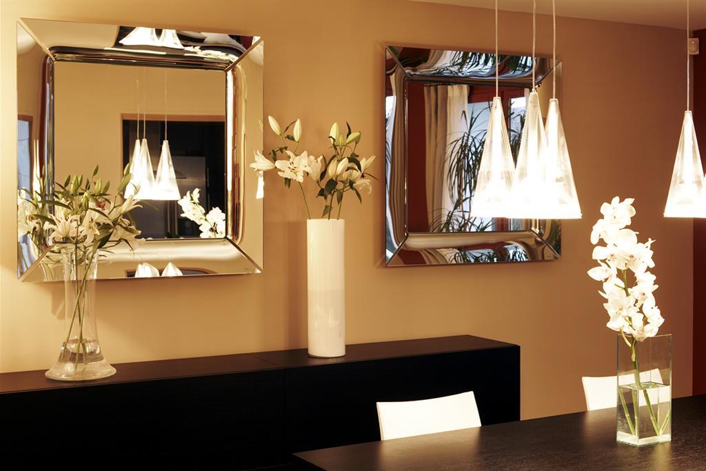 Des Idées Pour Utiliser Les Atouts Du Miroir En Décoration - Salle a manger feng shui pour idees de deco de cuisine