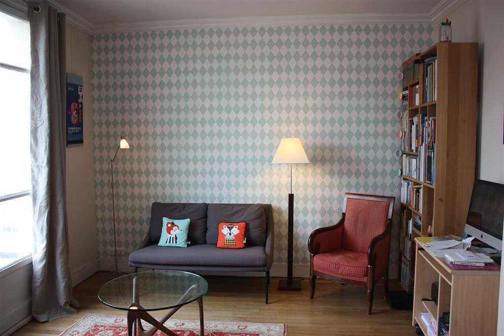 993982-salon-design-et-contemporain-petit-salon-de-ville.jpg