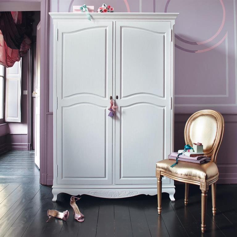 Chaise médaillon en textile enduit et bois doré Louis