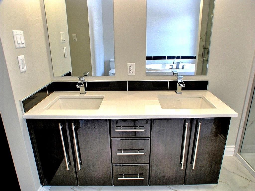Double meuble vasque noir laqu maisons la prise photo n 58 for Meuble salle de bain double vasque design