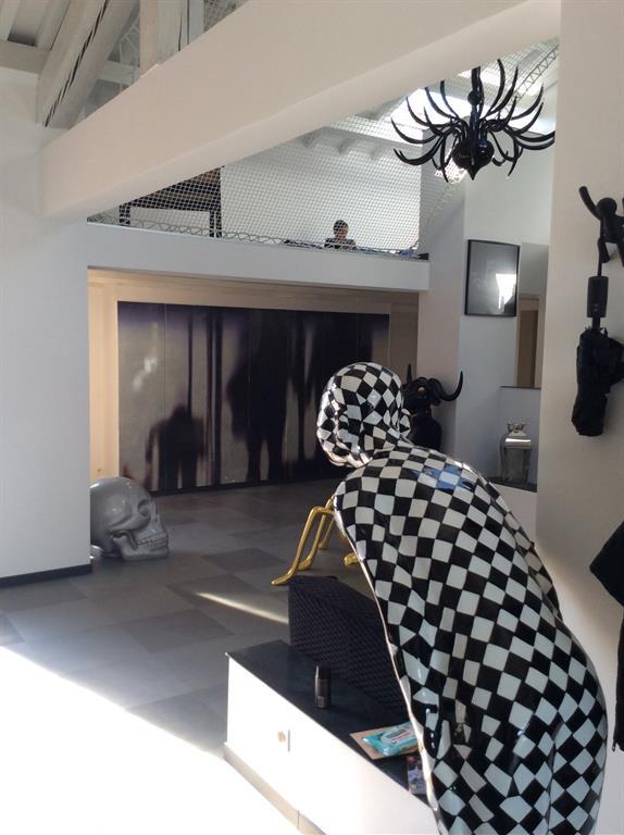 Mezzanine avec garde-corps un filet