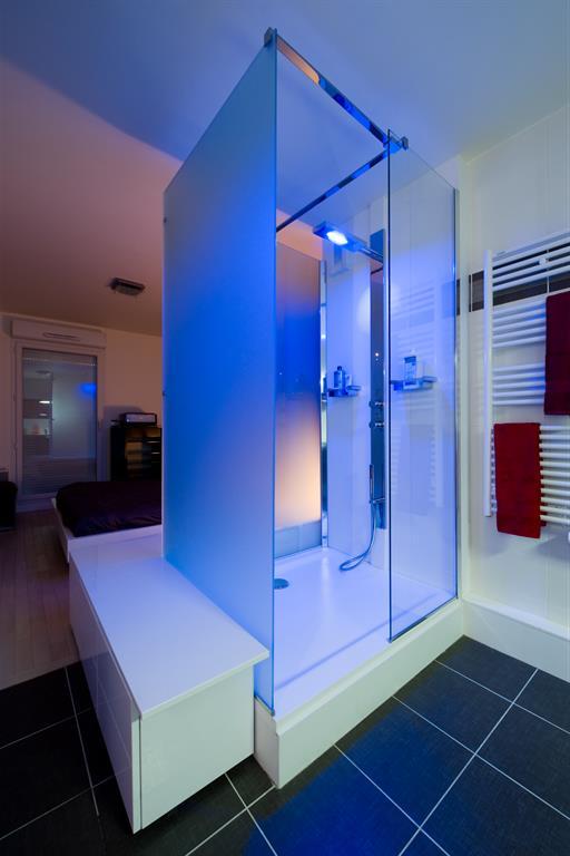 Douche l 39 italienne avec lumi re de couleur changeante for Eclairage douche italienne
