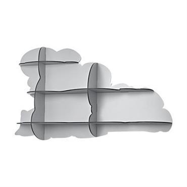 Etagère Ibride design Gris clair mat en Matière plastique. Dimensions : L 108 cm x Prof 22 cm x H 64 cm. Située dans les hauteurs, retenant le monde fantasmagorique ...