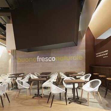 Agencement de restaurant avec les fauteuils Julia   Domozoom