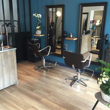 Relooking en douceur pour ce salon de coiffure esprit vintage/atelier  Domozoom