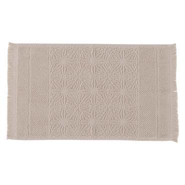 Réalisée en pur coton 450 g/m² fils retors, la serviette invitée Chiara se distingue par sa légèreté, son pouvoir d'absorption et ses finitions soignées. Ses bandes graphiques dessinées dans une ...