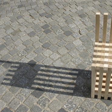 Cette chaise à été réalisée en frêne, avec une seule section de tasseaux de bois  de 30x30mm. Disposés dans deux ... Domozoom