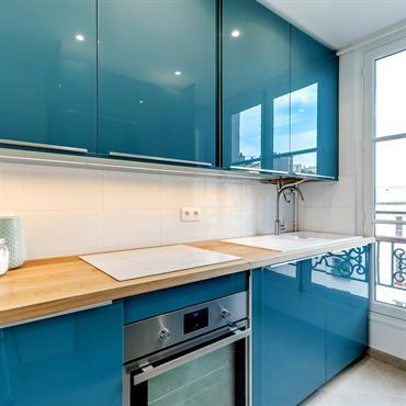 Dans un appartement parisien, l'équipe Ré-novateurs est intervenues pour poser une cuisine équipée et un dressing. Les travaux ont duré ... Domozoom