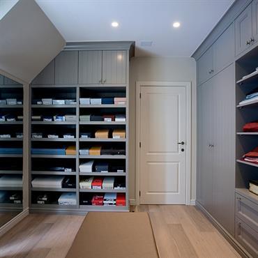 Pièce dédiée ou simple espace séparé dans une chambre à coucher, le dressing s'utilise au quotidien. Il nécessite donc d'être ... Domozoom