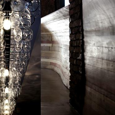 Conception et réalisation d'un bar à vins  en plein coeur de Paris, avec création d'une table d'hôte sur mesure ... Domozoom