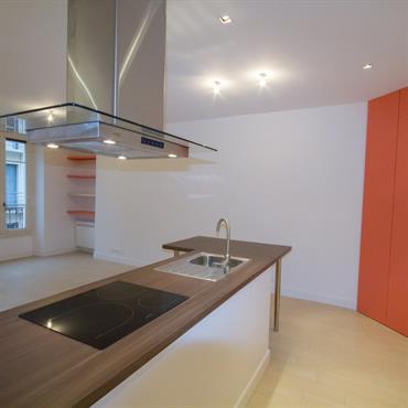Cette surface de 40 m² est optimisée pour avoir une belle pièce de vie et une chambre indépendante. Rangements maximum  Domozoom