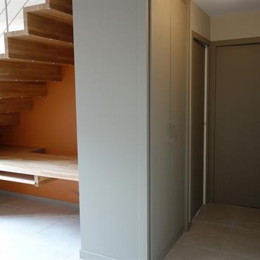 Entrée et escalier après rénovation
