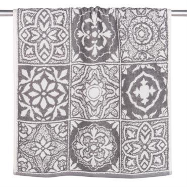 Égayez votre salle de bains en douceur avec la serviette en coton motifs carreaux de ciment 50x100 FLORIS ! Avec ses motifs variés d'inspiration rétro et son coloris neutre, elle ...