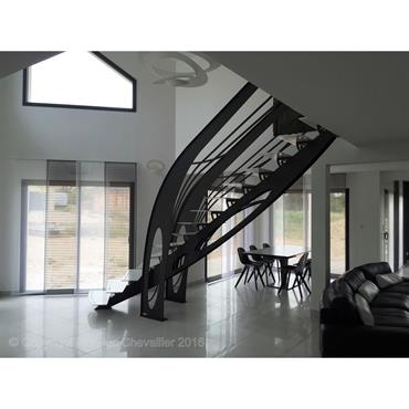 Escalier design Graphique Art Nouveau, dessiné et réalisé par Jean Luc Chevallier pour La Stylique.  Domozoom