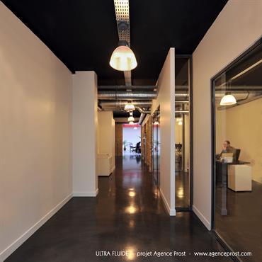 """L'agence de communication """"Ultra-Fluide"""" souhaitait aménager ses bureaux dans un espace de 160 m2 situé au rez-de-chaussée d'un immeuble du ... Domozoom"""