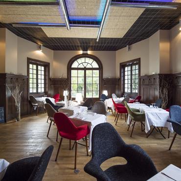 Restaurant du Château Éphémère à Carrières-sous-Poissy   « Ce nouveau restaurant qui sera officiellement inauguré le 11 juin 2015 a été ... Domozoom