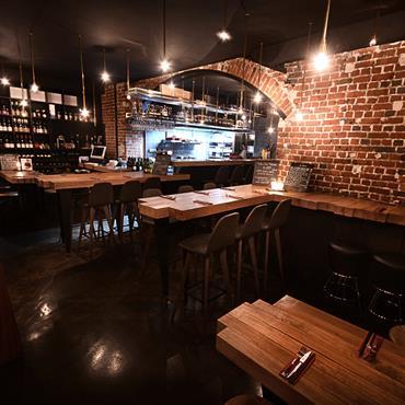 Création et réalisation d'un restaurant/cave à manger sur deux étages en plein cœur de Paris.  Domozoom