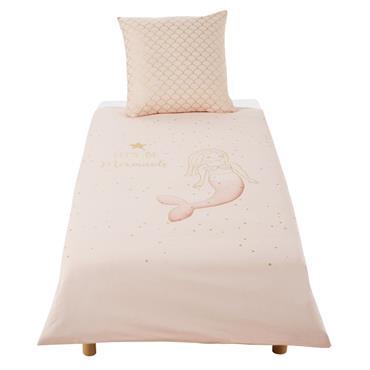 Votre bout de chou plongera dans un univers aquatique féérique grâce à la parure de lit enfant en coton blanc, rose et doré imprimé 140x200 MERMAID . Idéale dans une ...