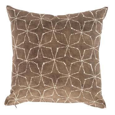 La housse de coussin Taha s'associe avec la parure de lit  MUST. Elle est en pur coton imprimée.