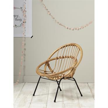 Incontournable fauteuil en rotin au design rétro bobo. On aime sa taille XS qui s'intègre parfaitement dans la chambre des enfants ou le salon. Détails Haut. 53 cm env. Larg. ...
