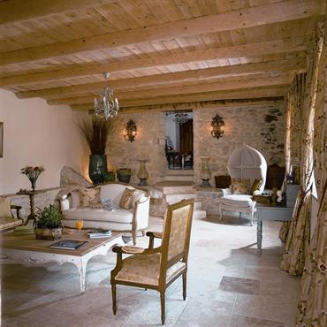 La décoration de charme évoque les douceurs d'antan, les souvenirs des vacances à la campagne, ces moments où le temps ... Domozoom