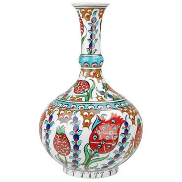 Les vases en céramique d'Iznik sont décorés de motifs orientaux peints sous glaçure. Tradition et Artisanat.  Domozoom
