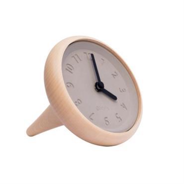 Quand une toupie donne lheure, il devient possible de trouver midi à 14h. Le 9 à droite, le 3 à gauche, la toupie se joue du temps, alors pourquoi pas ...