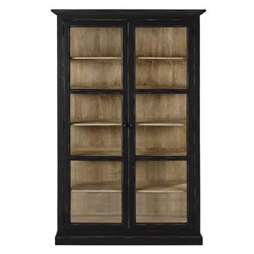 Patinée et légèrement vieillie, cette vitrine en bois noir fera un bel écrin pour vos objets fétiches ou vos précieuses collections. Doté de 2 portes vitrées avec 5 étagères fixes ...