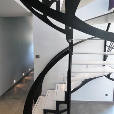 Cet escalier design double quart tournant inspiré des ailes d'un papillon et de style Art Nouveau est une création originale ... Domozoom