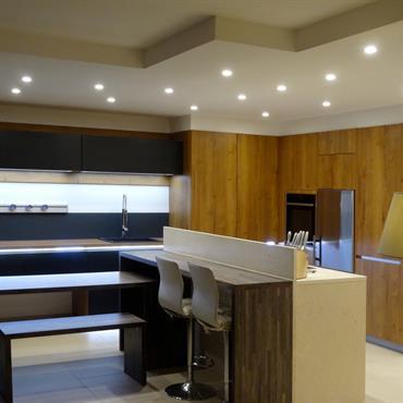 Spots en faux plafond, cuisine design