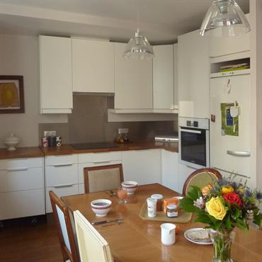 Plus de rangements, une salle de bains en plus, une cuisine modernisée qui s'ouvre sur la salle à manger...Et un ... Domozoom