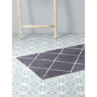 La salle de bain s'imprègne à son tour d'un style berbère très en vogue. Recouvert de croisillons, ce tapis de bain est aussi utile que déco. DétailsDim. 50 x 80 ...
