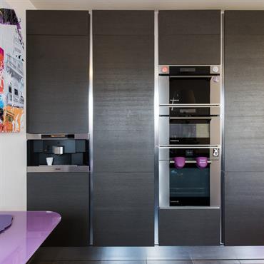 Une cuisine en aménagement L ouverte sur la salle à manger. La cuisine est dans une finition plaqué chêne graphite, avec ... Domozoom